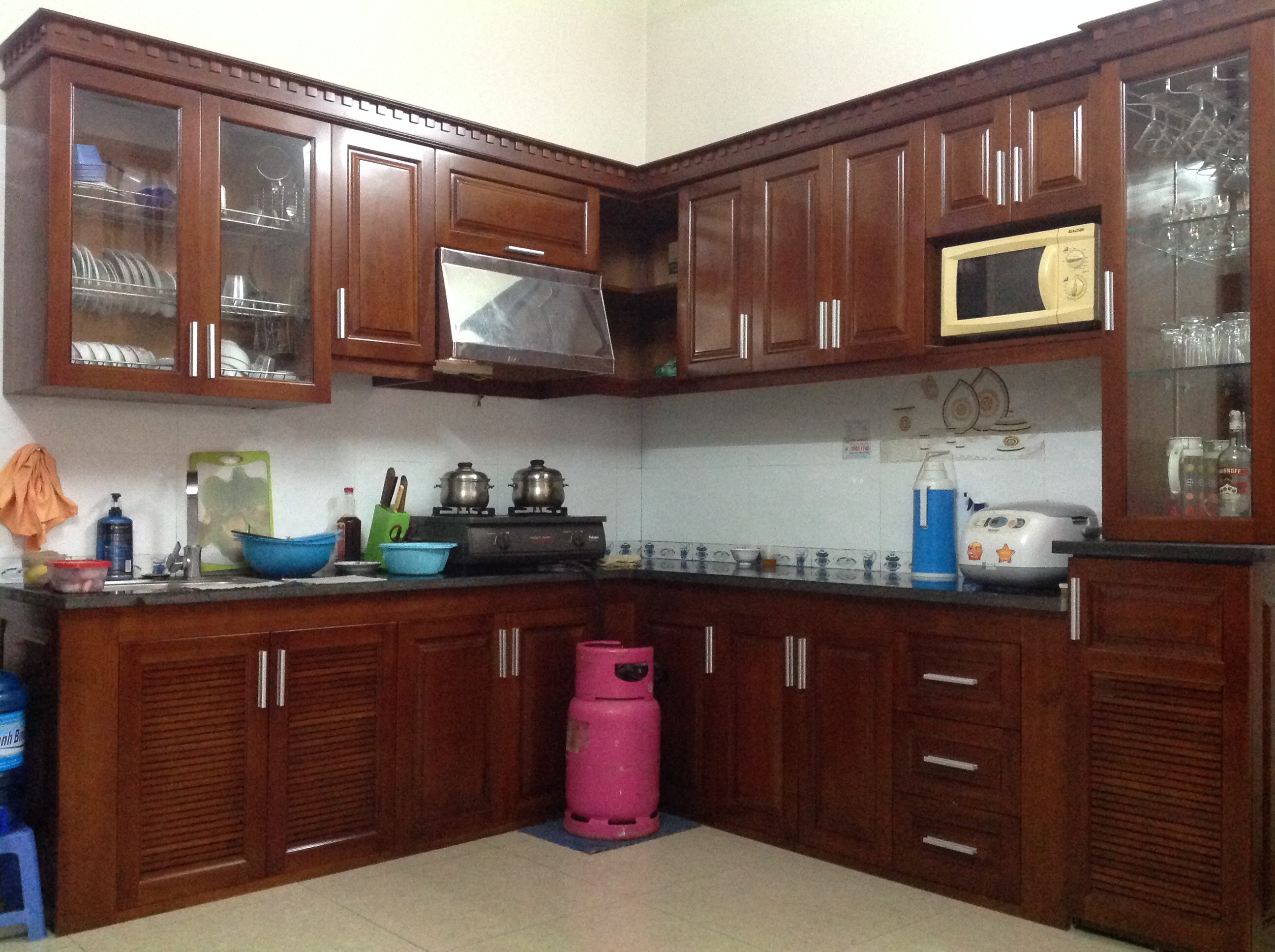 Tủ bếp hình chữ L đẹp